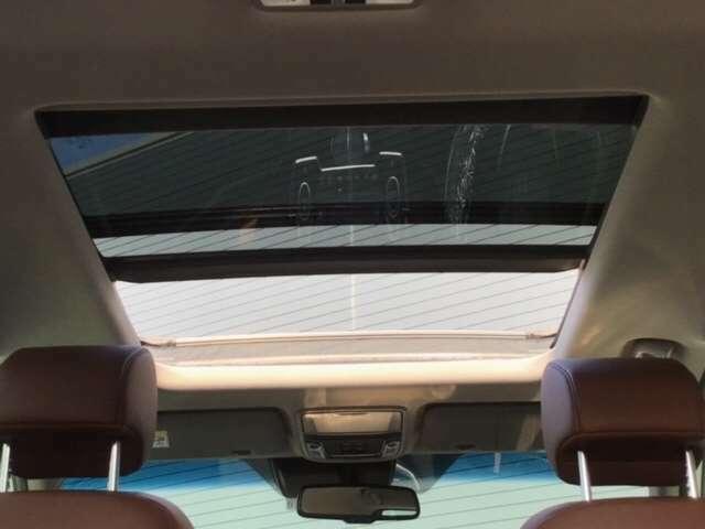 サンルーフ!!青空を近くに感じながら、ドライブをお楽しみください!!