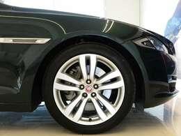 19インチ5スポークアロイホイール スタイル5043(メーカーオプション110,000円)「目に見える美しさだけでなく、空力性能や走行性能、安全性能も追求されています」