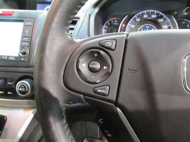 ハンドルのボタン操作でオーディオ等がコントロール出来ますので、利便性だけでなく事故防止にも繋がりますよ!