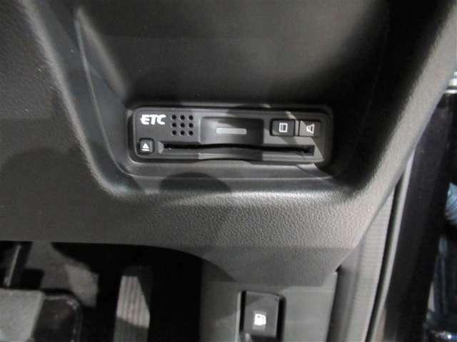 今やドライブには必須アイテムのETC車載機が装備!キャッシュレスでお得にドライブへGO!そこでオススメがトヨタのクレジットカード付帯のETCカードならポイントも同時にたまりお得!詳しくはスタッフまで!