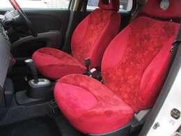 プラスコンランですのでグレード専用のレッドの花柄シートになっております♪運転席・助手席シート共に目立つ擦れやキズ等もなくキレイな状態です♪