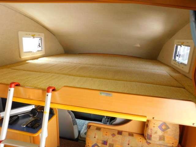 スライド式バンクベッドサイズ 長さ188cm幅185cm 昇降ラダー付き