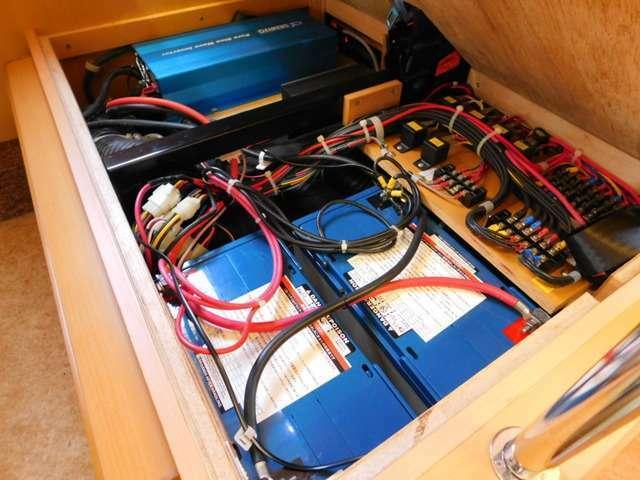 ツインサブバッテリー 走行充電 外部充電 1500Wインバーター