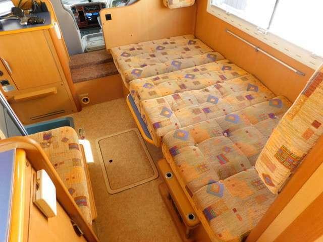 ダイネット部分ベッド展開時サイズ 長さ194cm幅94cm