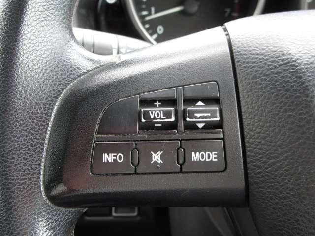 オーディオの音量調節などハンドルを握りながら操作できる便利なステアリングスイッチ付き♪