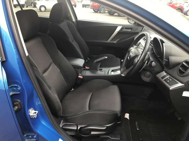 ☆サポート製の高いシートは、腰周りの安定感も良く、疲れの低減になります。長距離でも快適にドライブできます。☆