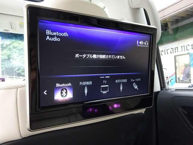 セカンドシートには、大画面モニターも装備しております!