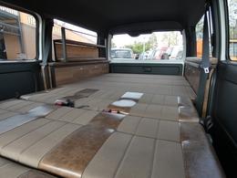 フルフラット展開可能で普段使いから車中泊も楽しめます♪