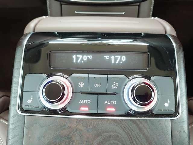 温度調節、シートヒーターも操作できます。