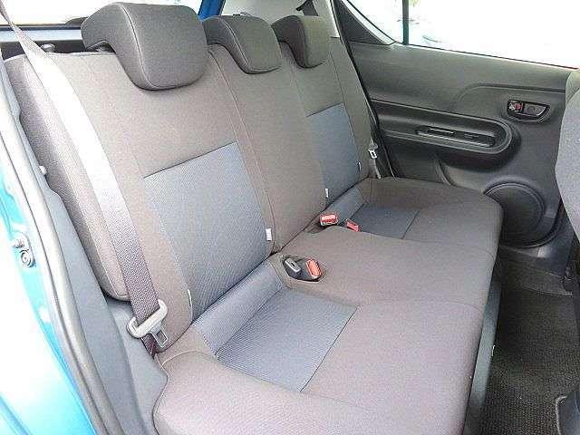 大人が座っても圧迫感が無く快適に座れるリアシートです!