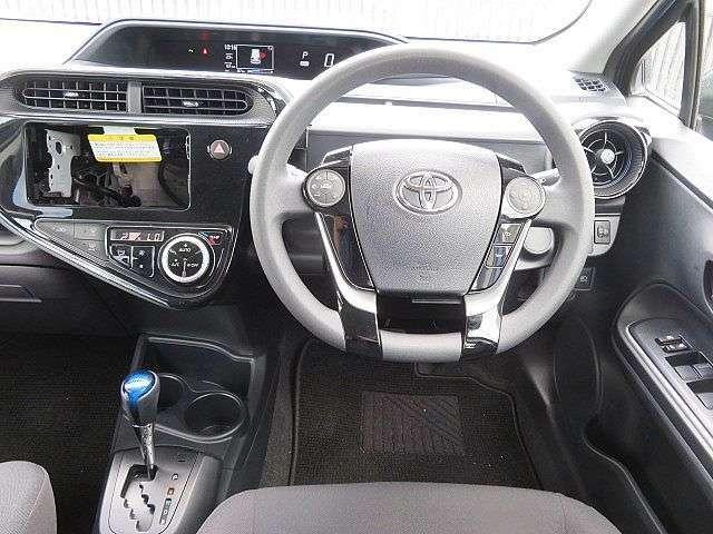 メーターも見やすく操作性も良い運転席まわり!
