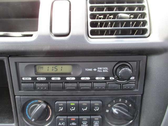 純正AM FM付きオーディオ装着されています。