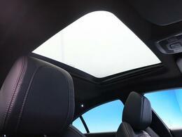 ●パノラミックサンルーフ『オプション装備された高級車の代名詞!開放的なドライブをお楽しみください♪』