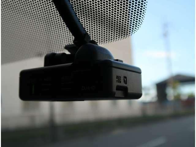 もしも、の瞬間を録画してくれるドライブレコーダー付き☆映像確認はパソコンは勿論、ナビのモニターでも確認可能です☆