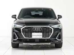 Audi スマートフォンインターフェイス、MMIナビゲーション、LEDヘッドライト/リヤコンビネーションライト、20スポークVデザイングラファイトグレーAW、ハイグロスパッケージ、