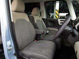 足元が広くどなたでも快適に運転ができるフロントシートになります!