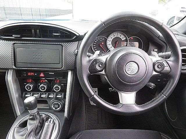 黒を基調としたスポーティーな運転席回り!