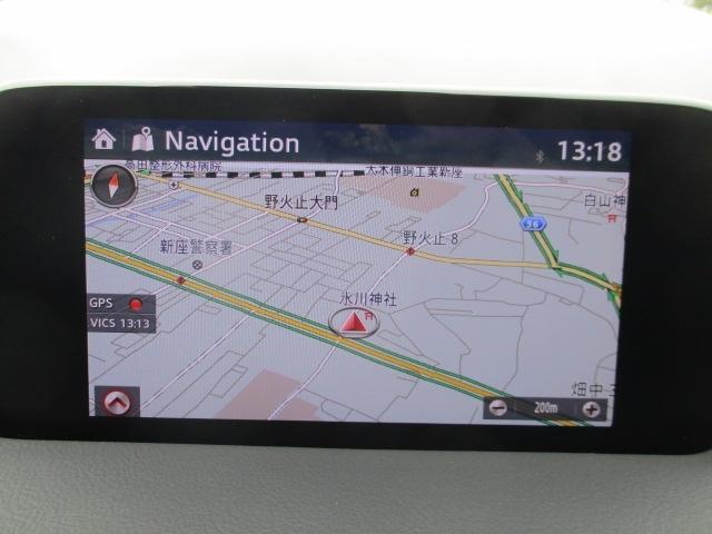 マツダコネクトはソフトウェアをアップデート出き常に最新のサービスを利用できるシステムです。ナビゲーション機能はもちろん、Bluetoothを利用してのハンズフリー通話もご利用いただけます。