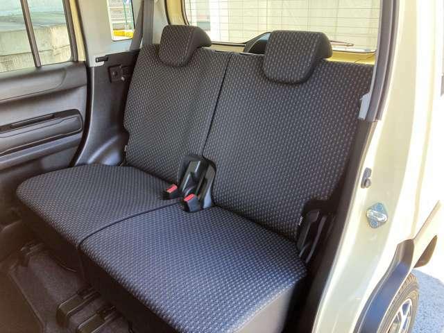 初代ハスラーに比べてホイールベースが35mm延長したので足元空間が広くなりました♪左右別々リクライニング&座面シートスライドが可能です。