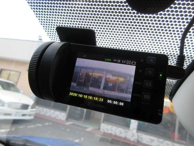 Bプラン画像:あると安心の ドライブレコーダー ♪事故などに巻き込まれた時でも記録があれば安心ですよね♪自分自身を守ってくれる心強い装備です♪