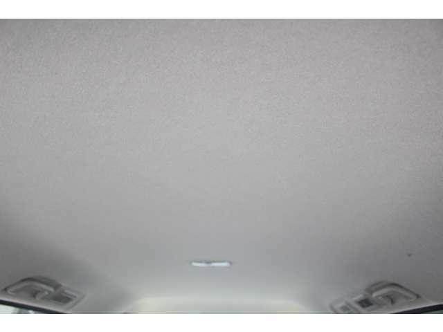 ルーフライニング(天井)もきれいです。