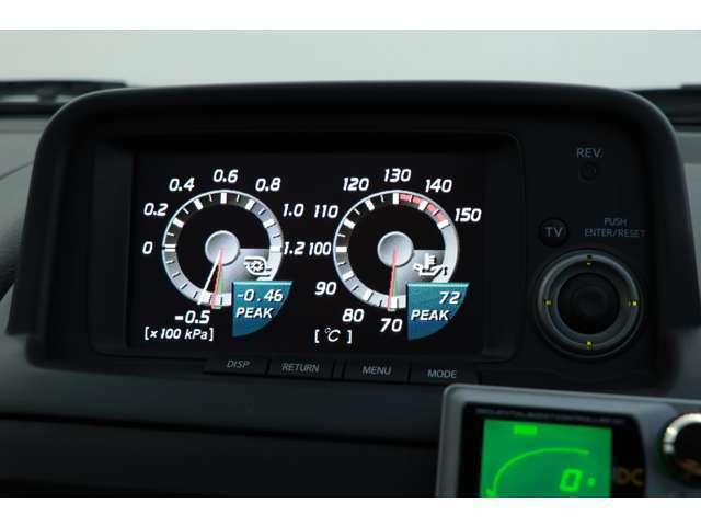 当時の国産車ではありえなかった車両情報をモニターで確認できるMFD(マルチファンクションディスプレイ)が搭載されております。