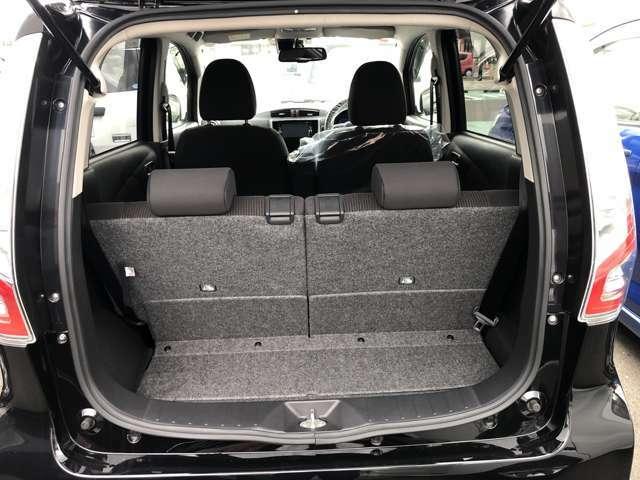 広々ラゲッジスペース、後部座席のシートを倒すと更に広いスペースができるので大きな荷物を載せる事ができます