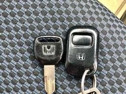 便利なキーレスエントリー。大きな荷物を抱えていてもボタン一つでドアロック/アンロックが可能です。