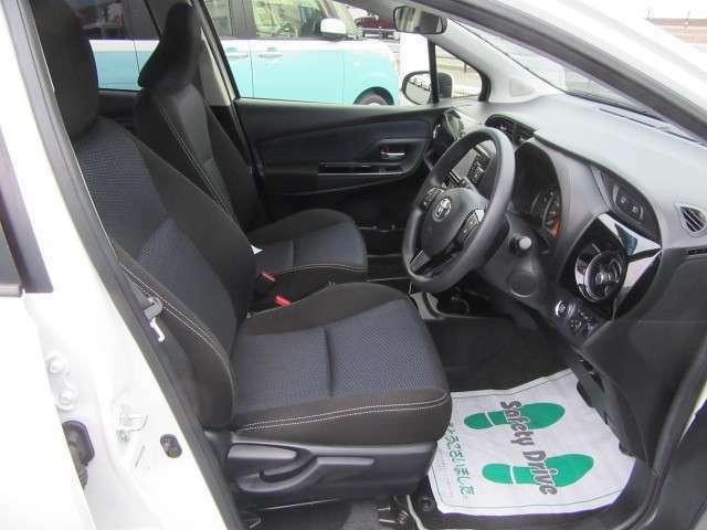 車内は黒が基調です!シートはモケット素材が使用されており、座り心地のいいシートです!