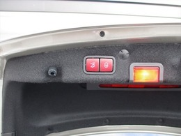 新車登録時から3年間のメーカー保証は名変時に保証継承致しますので、修理・故障等、新オーナー様が引き続きサービスを正規販売店で受けることが可能です。