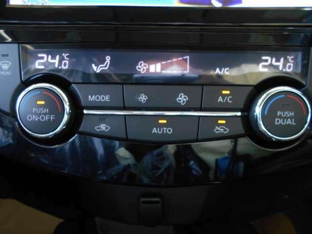 左右独立オートエアコン。運転席、助手席の温度設定を個別に行う事が出来ます。