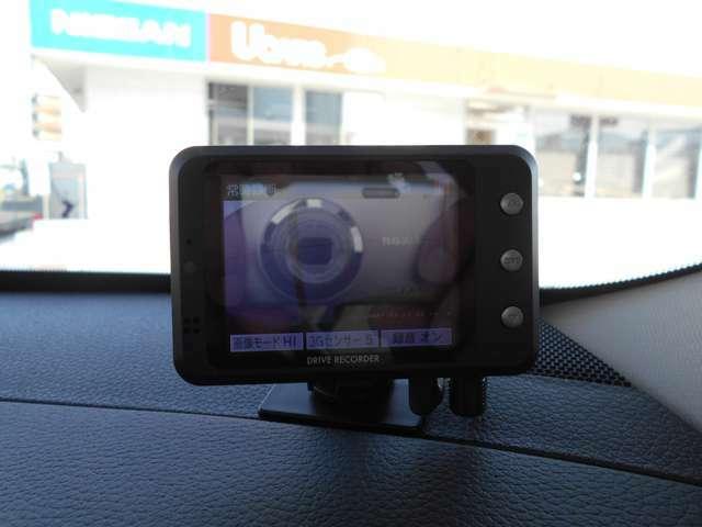 社外車載レーダーが装着されています。