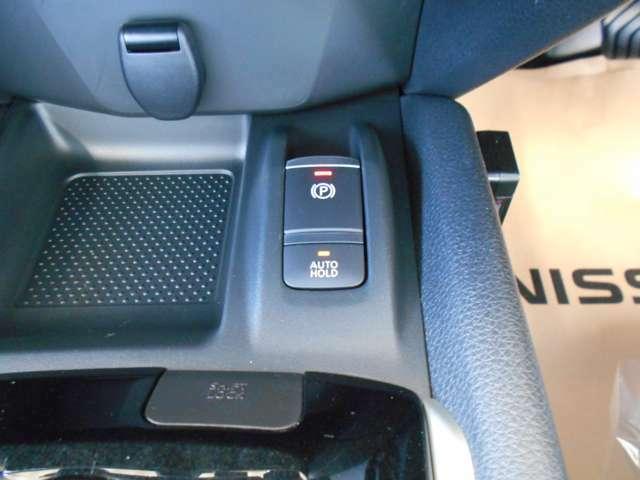 電動パーキングブレーキ&オートブレーキホールド。信号待ち等の停車時に自動的にブレーキ力が保持される機能です。パーキングブレーキはPスイッチを引き上げる事で作動します。