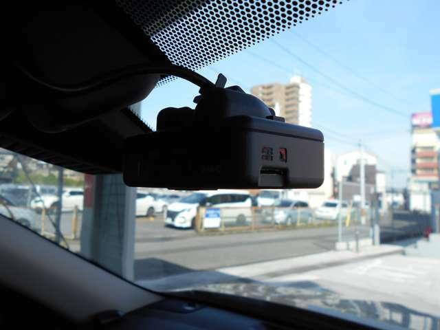 純正OPドライブレコーダーが装備されていますので、万が一の際、映像、音声を記録させる事が出来ます。