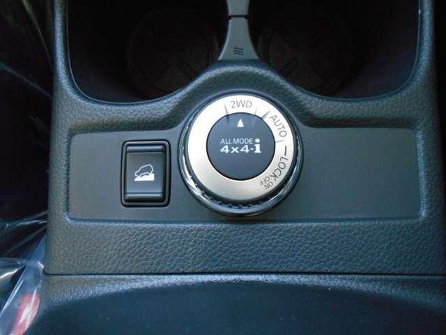 中央ジョグダイヤルは4X4切り替えスイッチです。