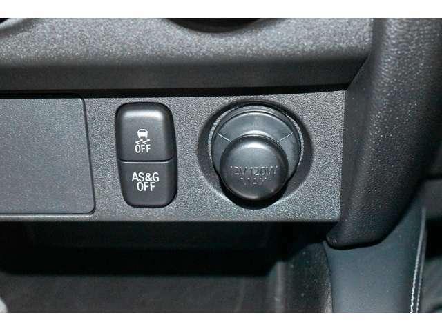 横滑り防止装置を装備★雨の日やコーナーリングなどすべりやすい道路状況で4輪タイヤを制御してスムーズな走りをコントロールします!