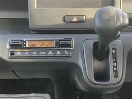 設定した室温を自動でキープしてくれる「フルオートエアコン」が搭載されています。
