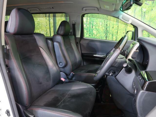 高級感たっぷりの「ハーフレザーシート」!!社内の高級感を与えてくれるので、優雅にドライブをお楽しみいただけます♪座り心地もバッチリです☆是非一度ご体感下さいませ!!