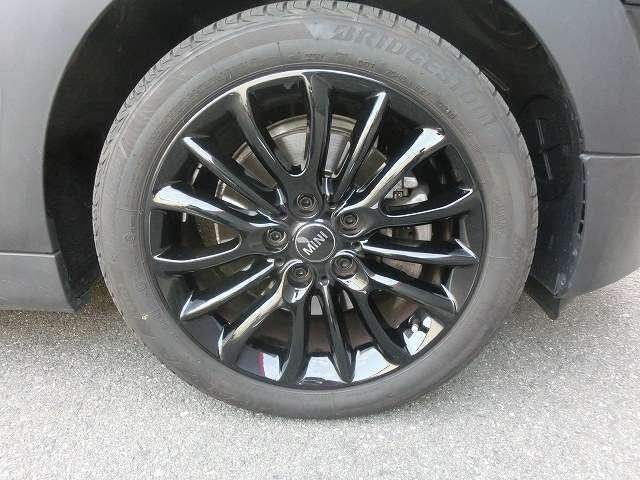 自動車保険、事故、板金修理も、弊社へお任せください。