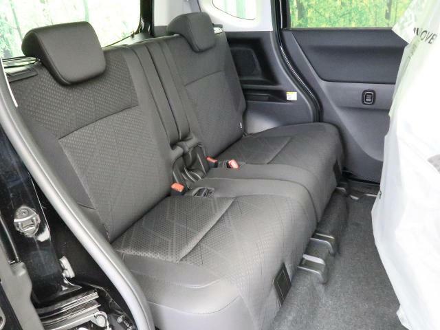 後部座席も十分な広さを確保!!大人がしっかり乗っていただける広さです☆