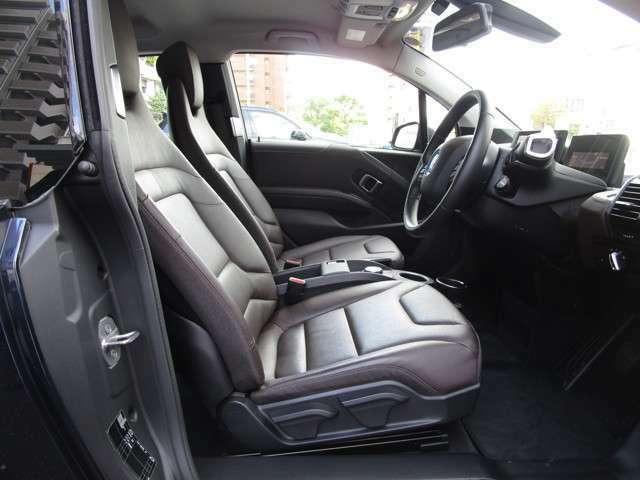 ブラウン・レザーのシート&両席シートヒーターを装備☆お問合せ(無料ダイヤル)0066-9711-613077迄お待ちしております。