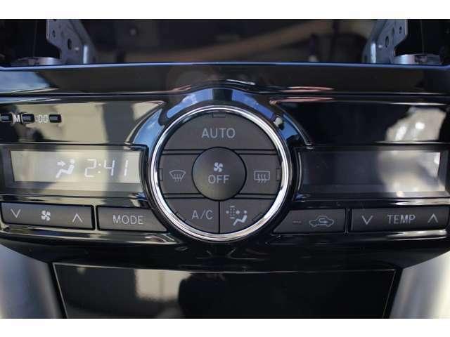 オートエアコン&プッシュ式ヒーターコントロールボタンで快適操作♪