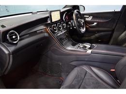 インテリアにはスポーティな印象と高級感のあるブラックアッシュウッドパネルを装備!次のオーナー様も安心の1オーナー車輌です!