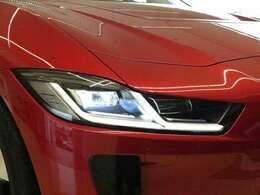 マトリクスLEDヘッドライト「夜間の視認性と安全性を大幅に向上。対向車などの状況に応じて自動的にビーム調整をおこないます。シーケンシャルウィンカーも標準装備しております。」