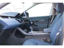 電動調整式シート(運転席・助手席)(メモリー機能付)