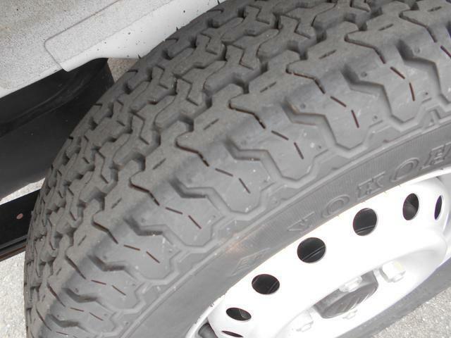 リヤタイヤも充分い溝は残っています♪