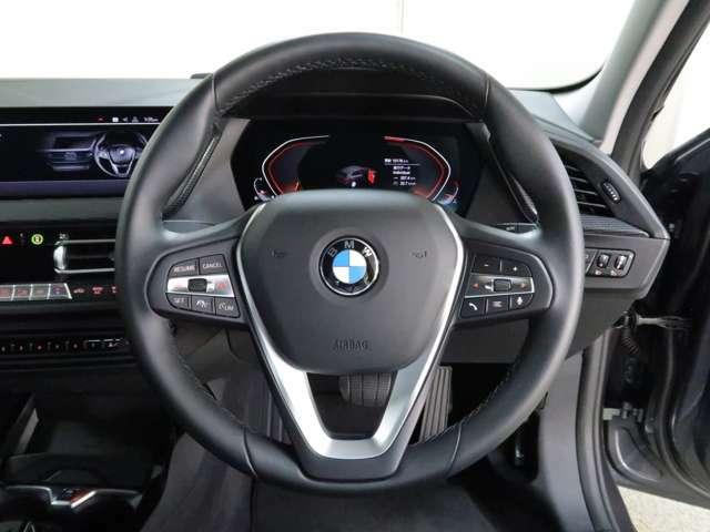 Abe BMWでは全国納車に対応しております。担当スタッフがご自宅までご納車にお伺いをさせて頂いております。輸送会社任せでなく当社スタッフがお届けいたしますので、安心してお買い求めいただけます。(別途有償)