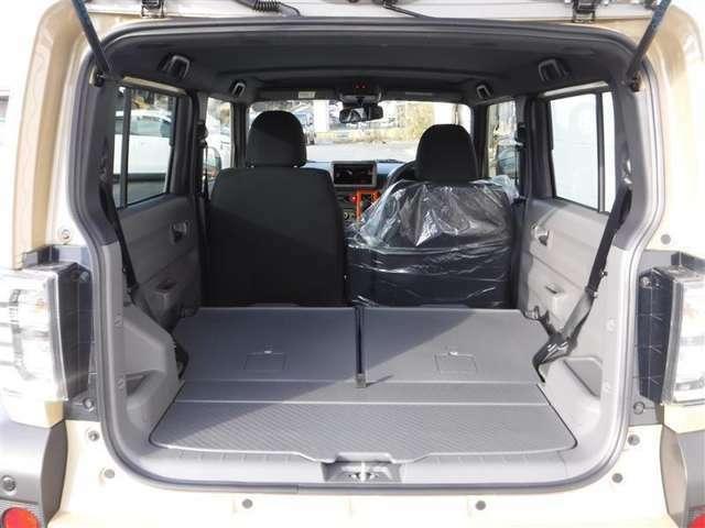 簡単に収納できる後部座席!大空間が出現します!シートアレンジが多彩な点が魅力です!レジャー用品も積み込めますよ★もちろん安全のためにしっかり固定することが出来ます。