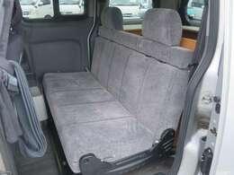 2列目シートは進行方向を向いて乗車と対面座席にしての使用が可能です!