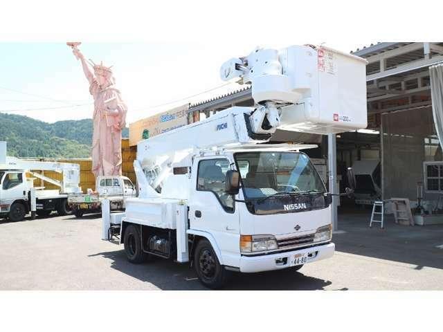 高所作業車をはじめ、数々の車両(大型ダンプ・大型トラック・小型トラック・大型バス・小型バス・クレーン車)など幅広く扱っておりますので是非一度ご来店下さい。